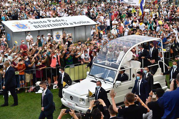 Spotkanie papieża z młodymi na stadionie w Koszycach /LUCA ZENNARO /PAP/EPA